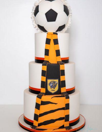 Football-reveal-wedding-cake