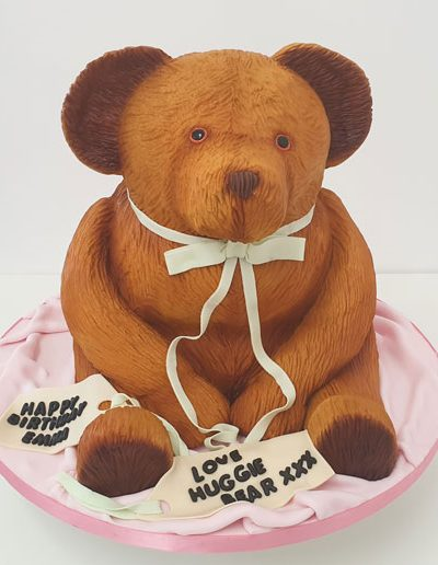 Traditional-teddy-bear-carved-cake