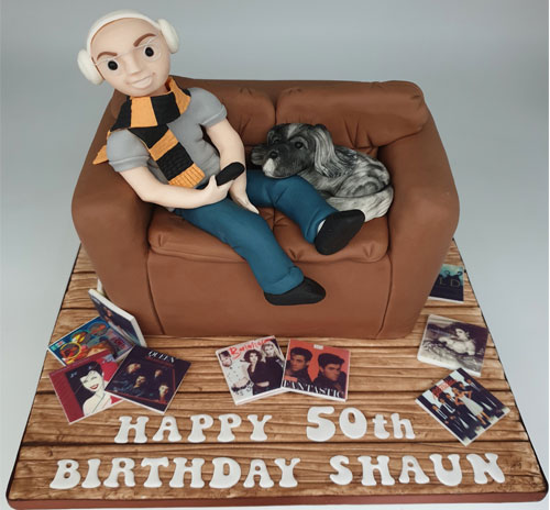 Sofa-cake-carved-with-figure