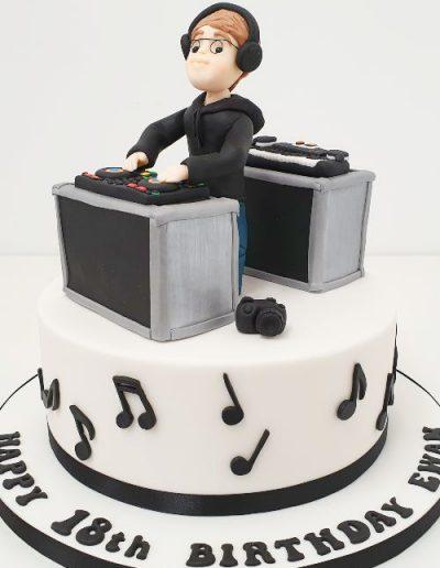 DJ-music-themed-birthday-cake