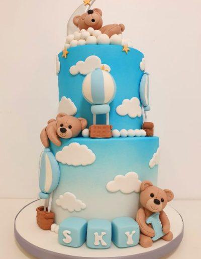 Teddy-bear-themed-birthday-cake-with-hot-air-balloons